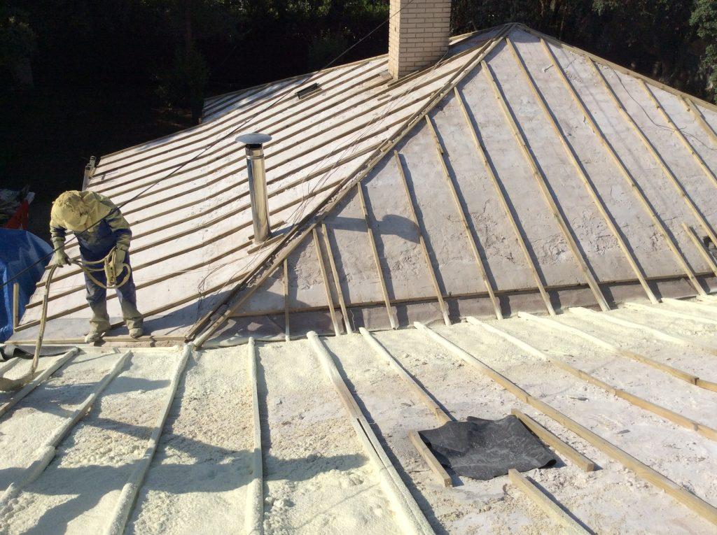 cuanto cuesta aislar tejado pizarra